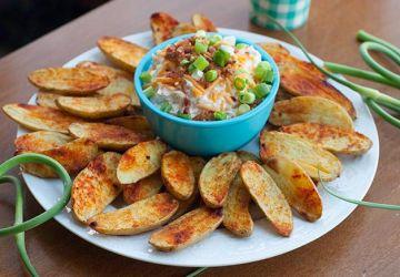 Pommes de terre rattes rôties et trempette bacon-cheddar