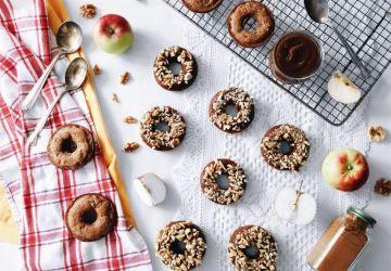 Beignes santé aux pommes, au caramel de dattes et aux noix