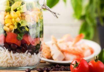 Salade mexicaine à l'avocat étagée