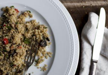 Salade de quinoa crémeuse aux légumes & beurre de sésame citronné