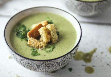 Potage de brocoli, cumin et yogourt