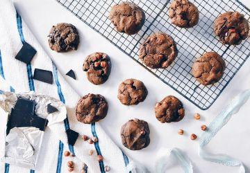 Biscuits végans double chocolat aux noisettes et à l'érable