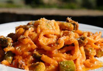 Pâtes fraîches aux asperges, haricots de Lima et pancetta