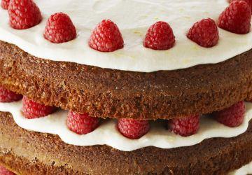 Gâteau étagé au pain d'épices et aux framboises