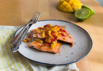 Saumon à la salsa de mangue et lime