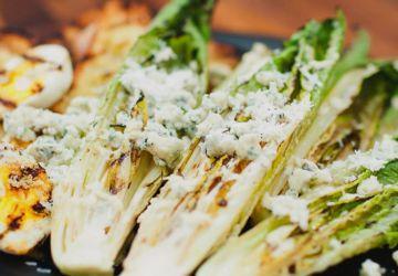 Salade césar grillée au fromage bleu