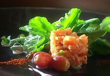 Salade de roquette et tartare de saumon fumé