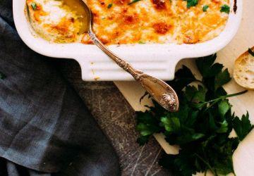 Trempette chaude aux crevettes, fromage et artichauts