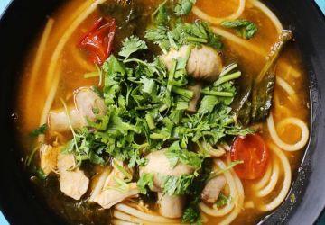 Soupe thaï poulet et nouilles aigre-piquante