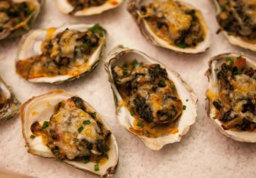 Huîtres en coque au parmesan, épinards et poireaux