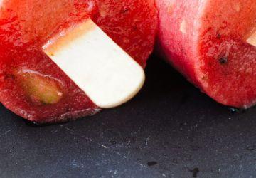 Sucettes glacées à l'eau de pelures de fruits