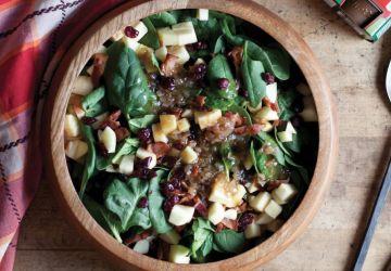 Salade chaude de bacon, d'échalotes et d'épinards