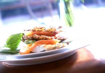 Rösti, saumon fumé et crème sure