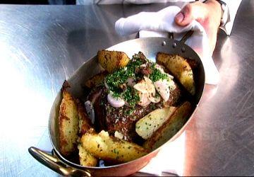 Onglet de boeuf piqué à l'anchois et pommes de terre confites