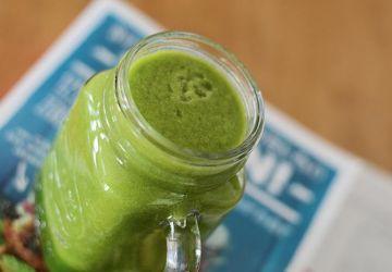 Smoothie vert coco, concombre et gingembre