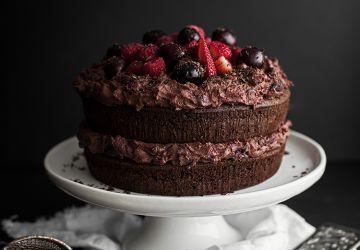 Gâteau forêt-noire aux cerises, petits fruits & chocolat au lait