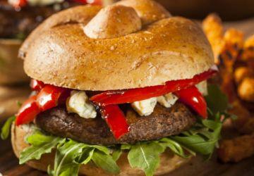 Burger de portobello au chèvre et aux légumes grillés