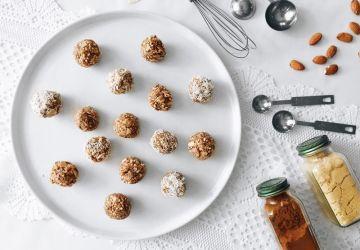 Boules d'énergie sans cuisson amandes et noix de coco