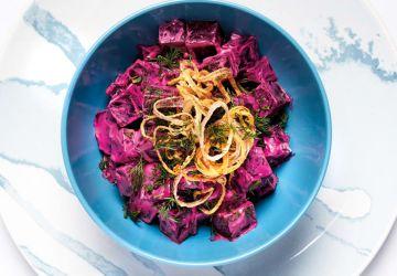 Salade de betteraves crémeuse à l'aneth, croustilles d'échalotes