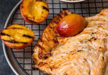 Saumon et nectarines grillées sauce coco-lime