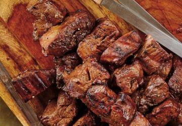 Brochettes de bœuf mariné à l'ail