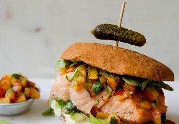 Hamburger de saumon et salsa de nectarines