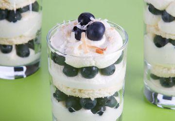 Petits trifles au citron et aux bleuets