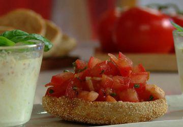 Oeuf en cocotte à la tomate et au basilic