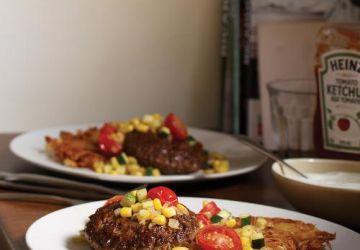 Steak de Hambourg, ratatouille d'hiver et galettes de pommes de terre