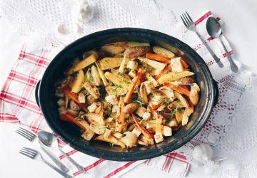 Légumes hivernaux braisés au four dans un bouillon express