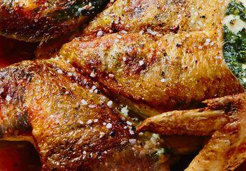 Poules de Cornouailles au beurre citronné, sauce à l'érable et aux raisins