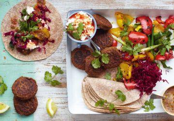 Wraps de falafels, légumes grillés et salsa