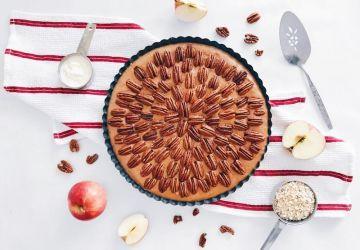 Tarte sans cuisson au caramel de pommes, érable et pacanes
