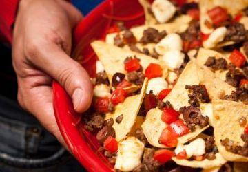 Nachos avec fromage en grains