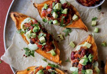 Patates douces farcies au chili végétarien