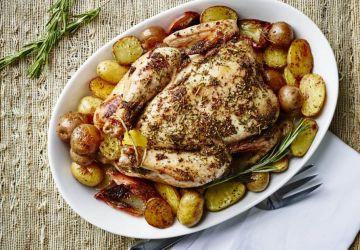 Pommes de terre et poulet rôti de fin de semaine