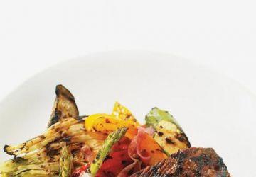 Bavette de boeuf et salade de légumes grillés