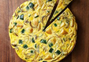 Omelette aux courgettes et aux pommes de terre rissolées