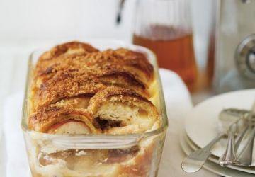 Pouding au pain et aux pommes avec chocolatines