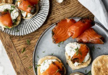 Blinis aux herbes et gravlax de saumon