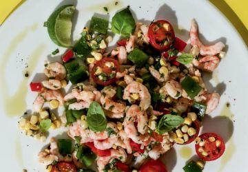 Salade de maïs cru, crevettes et herbes fraîches