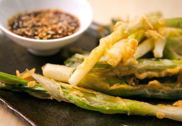 Oignons verts tempura et sauce teriyaki