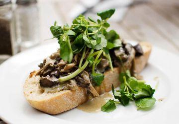 Toast au canard confit et aux légumes