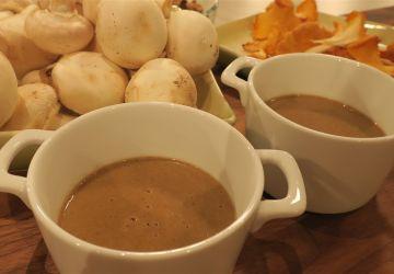 Potage aux champignons, recette tirée du livre The Ultimate Mushroom Book, écrit par Peter Jordan et Steven Wheeler