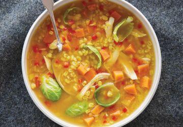 Soupe-repas au poulet, à l'orge et aux légumes