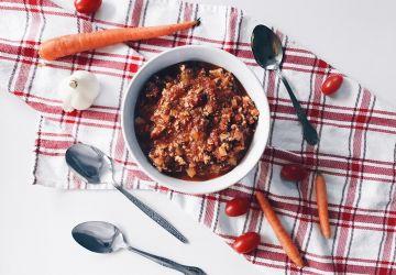 Sauce spaghetti végé à la mijoteuse, légumes d'hiver et tofu fumé