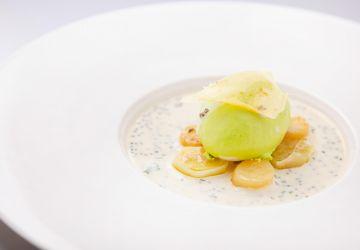 Œuf mollet, vichyssoise aux palourdes et caviar, poireau vinaigrette