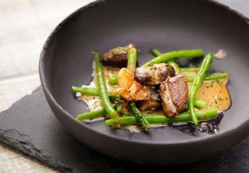 Salade tiède de haricots verts, coeurs de canard, sauce moutarde