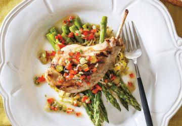 Cuisses de lapin grillées au BBQ, sauce vierge aux légumes
