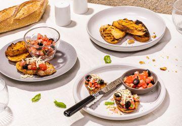 Bruschettas aux tomates séchées, olives etfromage